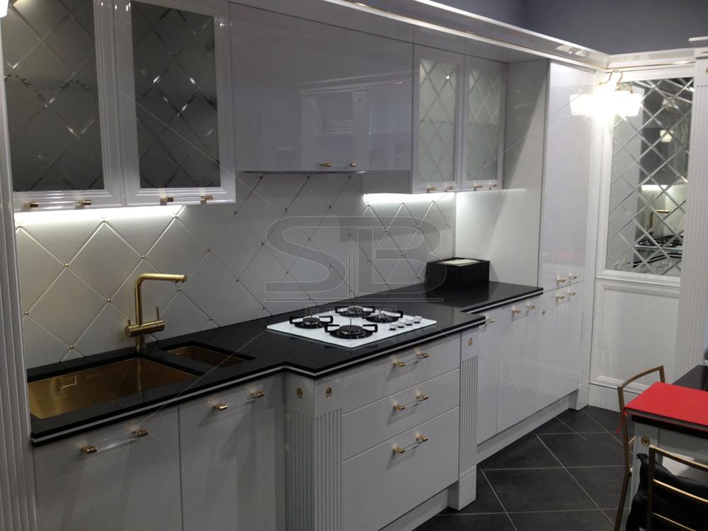 Изогнутая столешница на кухне кухонный стол из камня Автозаводская (Замоскворецкая линия)